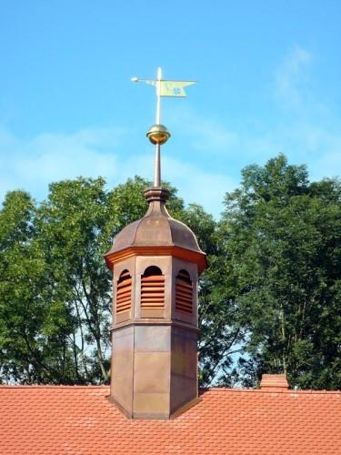 Obnovená věžička s korouhví, léto 2010