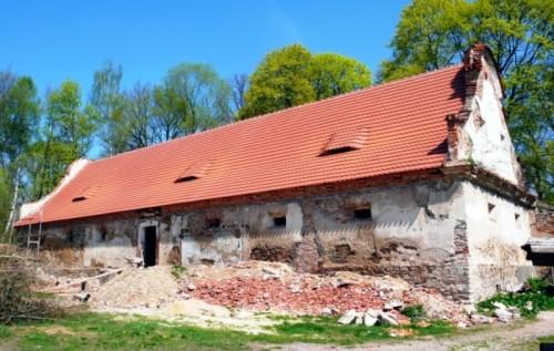 Barokní špýchar, pohled od západu, duben 2011