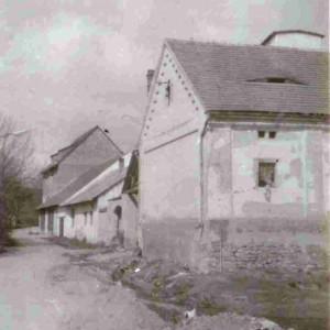 Pohled na hospodářské budovy od jihovýchodu - 70.léta 20. století