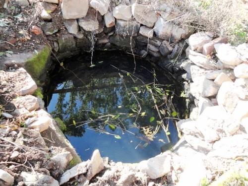 Stará kamenná studna bude dominantou budoucího lesoparku, říjen 2012